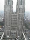 ご存知、東京都庁です。(大きくて全部、収められない…。)
