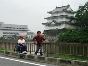 名古屋城址前で記念写真です♪